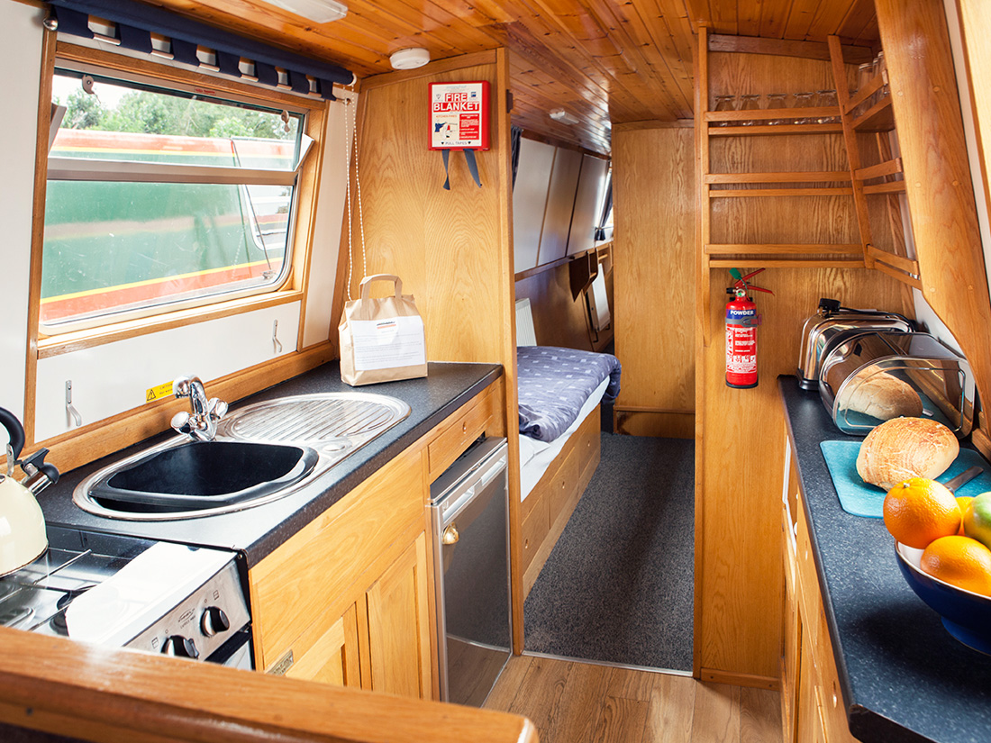 Silver Fox 5 7 Berth 5 Luxury Hire Boat For Narrowboat