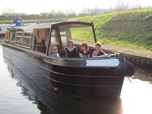 adventurer-exterior2-narrowboat-holiday