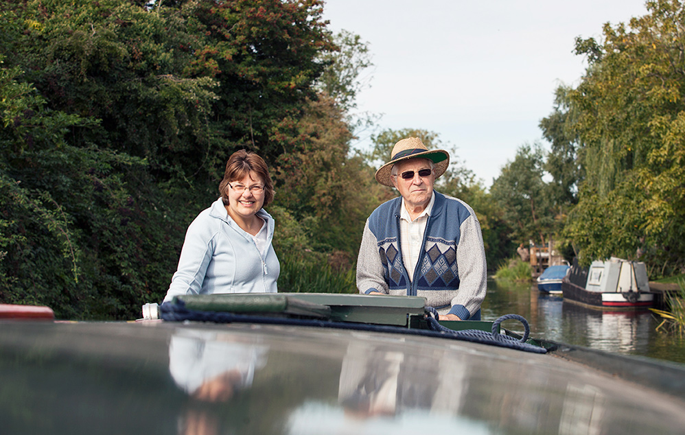 narrowboat hire summer