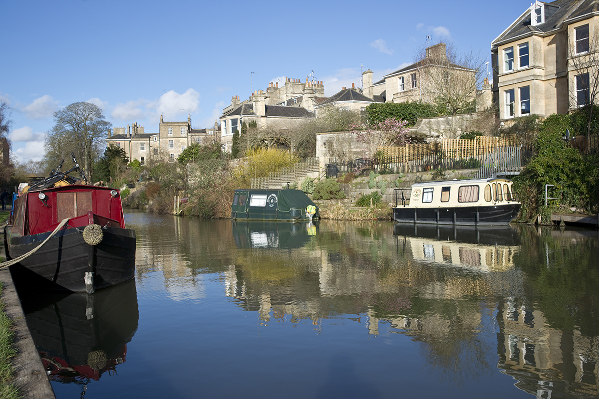 narrowboating-on-kennet-avon-canal