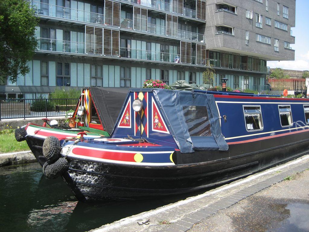 hire narrowboat near london